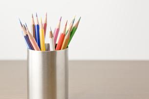 ケースに入った色鉛筆の写真素材 [FYI00381862]
