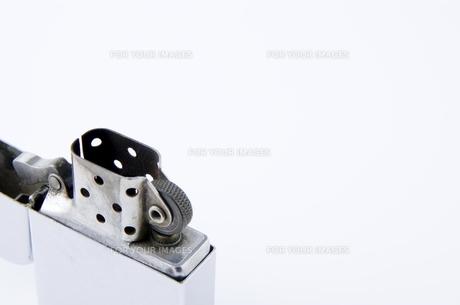 オイルライターのアップの写真素材 [FYI00381883]