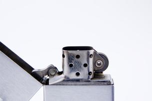 オイルライターのアップの写真素材 [FYI00381886]