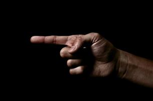 指を指す仕草の写真素材 [FYI00381961]