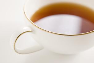 白い背景に1杯の紅茶のアップの写真素材 [FYI00381971]