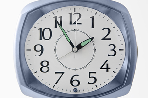 アナログ時計のアップの写真素材 [FYI00381978]