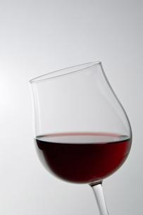 白背景にワインのアップの写真素材 [FYI00381979]