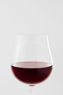 白背景にワインのアップの写真素材 [FYI00381998]