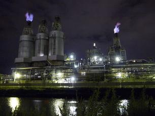 夜の工場の写真素材 [FYI00382271]