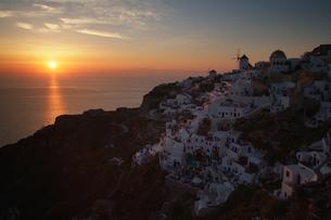 サントリーニ島、イアの夕日の写真素材 [FYI00382278]