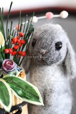 2011年干支ウサギ&門松の写真素材 [FYI00382280]