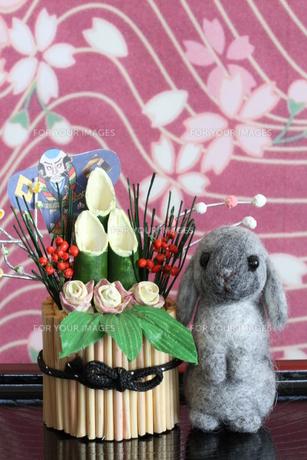 2011干支のウサギと門松の写真素材 [FYI00382282]