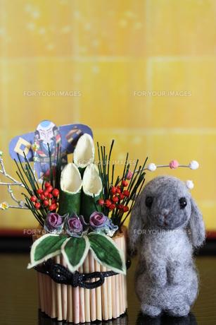 2011年干支ウサギ&門松の写真素材 [FYI00382299]