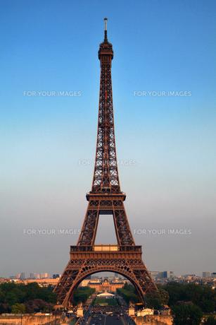 エッフェル塔の全景の写真素材 [FYI00382322]