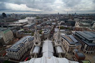 セントポール大聖堂から見下ろすロンドンの町並みの素材 [FYI00382324]