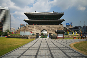 在りし日のソウルの南大門の写真素材 [FYI00382359]
