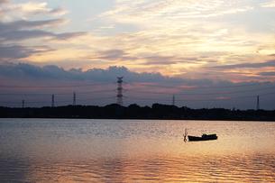 手賀沼の夕焼けの写真素材 [FYI00382673]