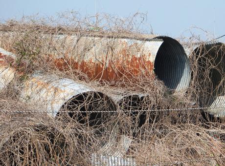 筒状のトタンの廃棄物の素材 [FYI00382791]