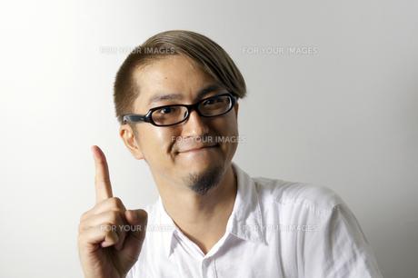 指をたてる男性の素材 [FYI00382793]