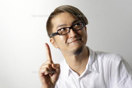 指をたてる男性の写真素材 [FYI00382818]
