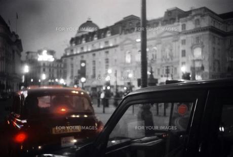 ロンドンタクシーの写真素材 [FYI00382984]