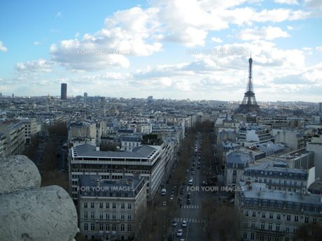 凱旋門から見たエッフェル塔の写真素材 [FYI00383145]