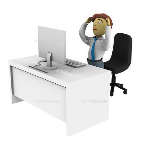 パソコンの前で頭を抱える男性の写真素材 [FYI00383373]