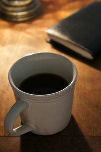 コーヒーと手帳の素材 [FYI00384415]