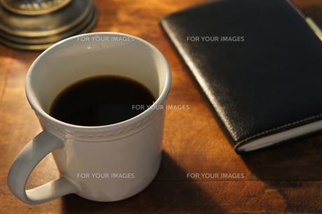 コーヒーと手帳の素材 [FYI00384418]