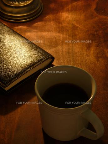 コーヒーと手帳の素材 [FYI00384422]