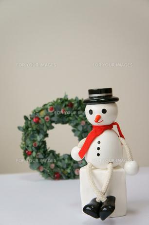 雪だるまとクリスマスリースの素材 [FYI00384514]