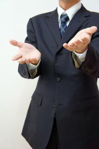 ビジネスマン 説明またはなぜのポーズの素材 [FYI00384579]
