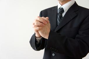 願うビジネスマンの素材 [FYI00384617]