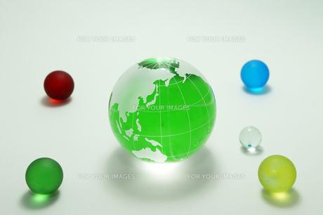緑の地球 ガラス玉の素材 [FYI00384659]