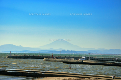 江ノ島弁天橋から見える富士山の素材 [FYI00385105]