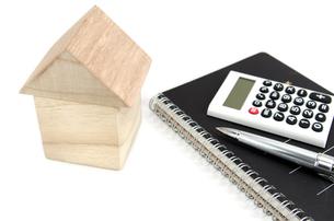 積み木の家と電卓の素材 [FYI00386221]