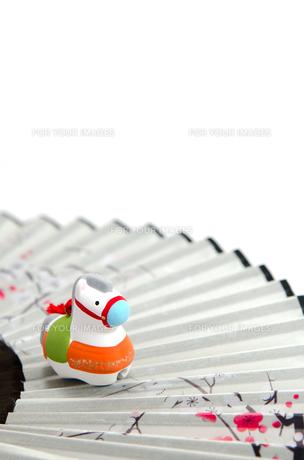 午年の置物 扇子の素材 [FYI00386264]