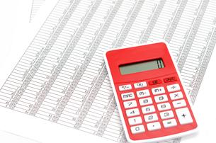 会計書類と電卓の素材 [FYI00386353]