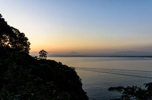 江ノ島から見える富士山 夕景の素材 [FYI00386997]