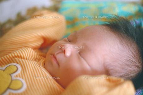 眠る赤ちゃんの素材 [FYI00387368]