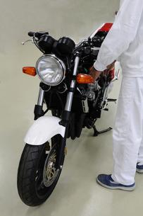 バイクの整備の素材 [FYI00387497]
