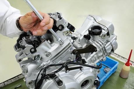 バイクエンジンの修理の素材 [FYI00387501]