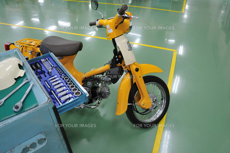 バイクの整備の写真素材 [FYI00387693]