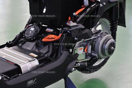電動スクーターの整備の写真素材 [FYI00387926]
