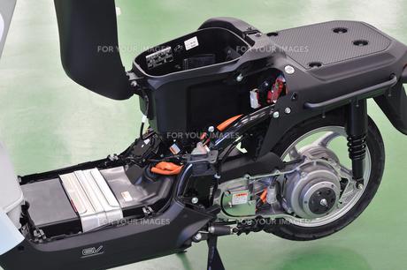電動スクーターの整備の写真素材 [FYI00387930]