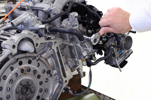 車のエンジン整備の写真素材 [FYI00387974]