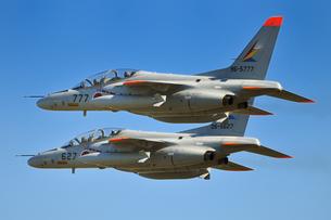 T-4練習機の編隊飛行の素材 [FYI00388025]