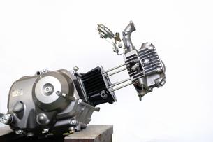 バイクエンジンの分解の写真素材 [FYI00388049]