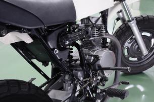 原付バイクの整備の写真素材 [FYI00388065]