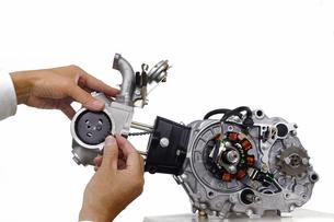 バイクエンジンの整備の写真素材 [FYI00388171]