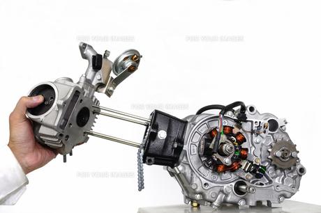 バイクのエンジン整備の素材 [FYI00388192]