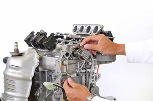 自動車エンジンの整備の写真素材 [FYI00388365]
