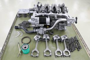 自動車エンジンの整備の写真素材 [FYI00388810]