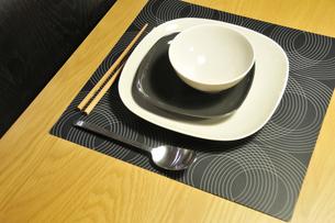 テーブルの食器の写真素材 [FYI00388847]